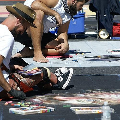 Who are the professional chalk artists?